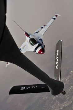 Thunderbirds refuelling