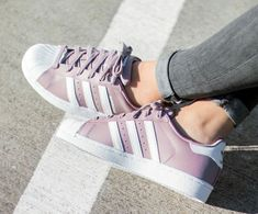 Adidas Superstar W Pink Shoes Design is very unique ideas, do not rigidly adhere to the traditional Adidas style, wear very comfortable. Adidas Superstar Rosas, Pretty Shoes, Cute Shoes, Adidas Outfit, Adidas Sneakers, Best Nursing Shoes, Mode Adidas, Moda Sneakers, Adidas Gazelle