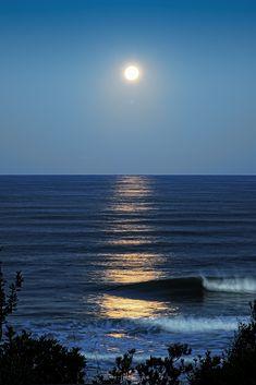 Moon, waves, reflection - Splenderosa