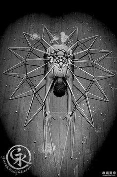 捆绑艺术家用绳索绑出超美一幅画