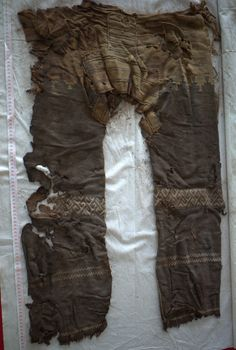 A pair of pants discovered in China is over years old, and the straight-legged horse-riding garment still looks modern today. Ancient Tomb, Ancient Artifacts, Ancient Egypt, Ancient History, Eurasian Steppe, Old Dresses, Iron Age, Prehistory, Horse Riding