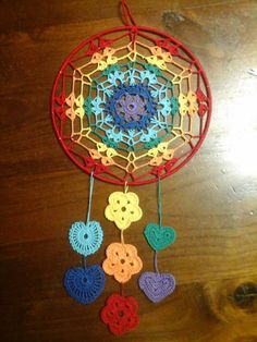 Scacciasogni or Crochet Dreamcatcher Crochet Mandala Pattern, Crochet Chart, Filet Crochet, Crochet Doilies, Crochet Stitches, Crochet Patterns, Crochet Decoration, Crochet Home Decor, Dream Catcher Art