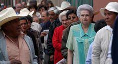 REPROCHAN JUBILADOS AL ISSSTE POR PRESTACIONES - http://www.tvacapulco.com/reprochan-jubilados-al-issste-por-prestaciones/