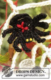 """Pajęczyna DROPS na szydełku z muchą i pająkiem na Halloween, z włóczki """"Eskimo"""". ~ DROPS Design"""