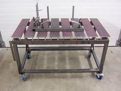 Another skeleton table with adjustable slats by a New Zelander on the Garagejournal forum.