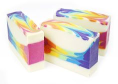 Ready to make a splash with beautifully bright and cheerful soap? This rainbow soap tutorial and recipe will be right up your alley to bring some sunshine into your day.