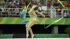 Natália Gaudio empolga público, mas cai na eliminatória; russa avança em 1º
