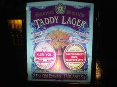 Cerveja Samuel Smith's Taddy Lager, estilo Premium American Lager, produzida por , Inglaterra. 4.5% ABV de álcool.