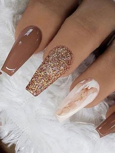 Cute light brown nails with gold glitter for Fall Burgundy Acrylic Nails, Gold Glitter Nails, Best Acrylic Nails, Brown Nails, Cute Acrylic Nail Designs, Gold Nail Designs, Olive Nails, Matte Olive Green Nails, Marmor Nails