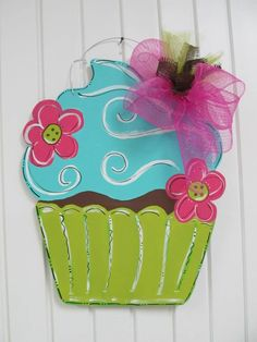 Cupcake door hanger