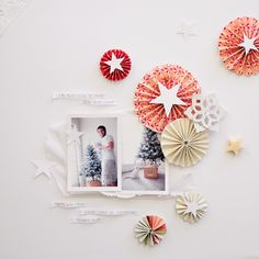 love that all the color is in rosettes and that they are all hanging out on the right.  {from crate paper}