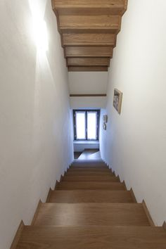 #wood #stair #minimalist Minimalist, Wood, Home Decor, Buildings, Decoration Home, Woodwind Instrument, Room Decor, Timber Wood, Wood Planks