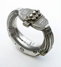 India | Silver hinged bracelet from Madhya Pradesh (?)