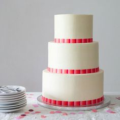 How to Stack a Wedding Cake Like a Pro
