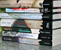 Blue Bloods series, in order from bottom to top. My absolute favorite books, I can't stop reading them. Which means they're obviously amazing bc I'm not into book especially ones that could be considered chick flickey. Read them they're amazing!