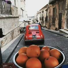 WEBSTA @ usitalianfood - Detox day: long walk in Noto (gorgeous baroque town) and sicilian oranges! by @fmarani#natgeo #adventure #beautifuldestination #culture #travel #trip #holiday #history #italy #sicily #food #fiat500 #wildernessculture #igers #igeritalia #inspiration #instatravel #visitsicily #yummysicily #yummyfood #orange #orangejuice #foodporn #foodgasm #italianfood #sicilianfood #eatbetterlivebetter #noto #likeusjourney #love
