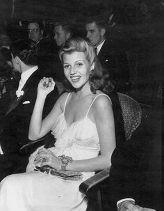Rita Hayworth attending a film premiere, Hooray For Hollywood, Hollywood Icons, Old Hollywood Glamour, Golden Age Of Hollywood, Classic Hollywood, Vintage Glamour, Hollywood Stars, Vintage Beauty, Vintage Men
