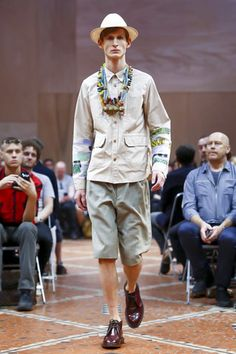 A look from the Junya Watanabe Man Spring 2016 Menswear collection. Fashion News, Runway Fashion, Latest Fashion, Fashion Show, Junya Watanabe, Spring Summer 2016, Live Fashion, Fashion Photography, Menswear