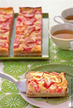 Der Frühling ist da! Mit diesem saftigen Rhabarberkuchen vom Blech holen Sie sich den Frühling auf Ihre Kaffeetafel. Das Rezept dazu und mehr findet ihr bei uns!