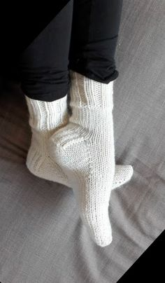 Trendy knitting socks free pattern toe up Knitted Socks Free Pattern, Baby Knitting Patterns, Knitting Stitches, Knitting Socks, Free Knitting, Knit Socks, Knitted Slippers, How To Purl Knit, Knit Or Crochet