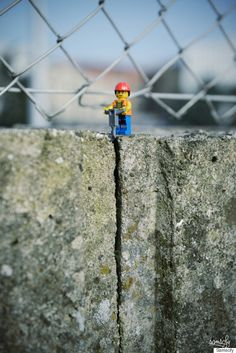 Photographer creates adorable scenes with Lego characters.