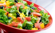If you are looking for some tips to make a low calorie salad entree to cut back on unwanted calories. Read these effective tips for healthiest salad to make Healthy Foods To Eat, Healthy Snacks, Healthy Eating, Healthy Recipes, Healthy Nutrition, Diet Foods, Mango Berry Salad Recipe, Food Lovers Diet, Low Calorie Salad