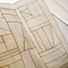 I am supposed to clean my house today but when I come across my grandma's work, I need to pause and ponder upon things... Her work is beautiful. As for traditional Korean patchwork with ramie, invisible seam lines can be as narrow as possible. Her lines a