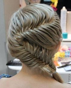 Fishtail French braid- I DIE waaaa i wish i had more hair for looks like this. Popular Hairstyles, Pretty Hairstyles, Girl Hairstyles, Wedding Hairstyles, Children Hairstyles, Easy Hairstyles, Natural Hairstyles, Amazing Hairstyles, Style Hairstyle