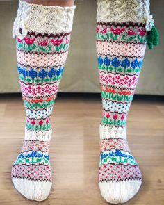 Kakkarat Over Knee Socks, Thick Socks, Knitting Socks, Leg Warmers, Free Pattern, Knit Crochet, Knitting Patterns, Accessories, Color