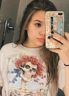 Maisy Stella in an Instagram selfie in July 2017... Nashville Tv Show, Lennon Stella, Height And Weight, Look Cool, Fashion Addict, Selfies, Singers, Beautiful People, Celebs