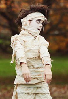 Costumes You Can Make With One Sheet: The Mummy Returns! #halloween