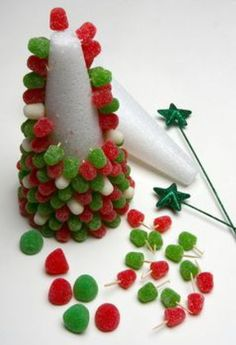 Mesa de Natal by lucinda Christmas Snacks, Xmas Food, Christmas Appetizers, Christmas Goodies, Christmas Candy, Simple Christmas, Christmas Holidays, Disney Christmas Ornaments, Sweet Trees
