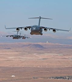 The Boeing Globemaster III is a large-sized military transport aircraft that was developed by the McDonnell Douglas in between years to to serve for the United State Air Force. Military Box, Military Girlfriend, Military Helicopter, Military Jets, Military Aircraft, Military Spouse, Cargo Aircraft, Boeing Aircraft, Air Fighter