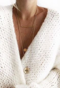 ShopStyle Thick white knit cardigan sweater and layered think gold necklaces. White Fashion, Look Fashion, Fashion 2018, Fall Fashion, Swag Fashion, Fashion Jewelry, Moda Zara, Cozy Sweaters, Chunky Sweaters