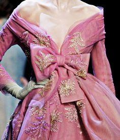 fuckyeahfashioncouture:    Christian Dior Haute Couture Spring Summer 2011