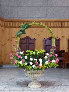 Rustic Flower Arrangements, Christmas Flower Arrangements, Altar Flowers, Home Flowers, Luxury Flowers, Church Flowers, Beautiful Flower Arrangements, Rustic Flowers, Funeral Flowers