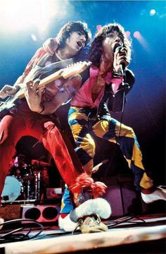 Ronnie Wood and Mick Jagger Mick Jagger Rolling Stones, Rolling Stones Guitarist, Rollin Stones, Ron Woods, Ronnie Wood, Stone World, Rock N Roll Music, Billy Joel, Rockn Roll