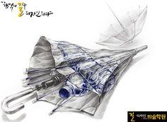 국민대 실기대회 기초조형문제 주어진 대상을 관찰하고 주어진 재료를 사용하여 아래와 같이 묘사하시오. 펼친 우산이 뒤에 있고, 그 앞에는 접은 우산이 있다. 접은 우산 내부에는 생수병이 보관되어 있다. 이 장면을 연출하여 묘사하시오. 대상: 비닐우산, 생수병(라벨제거, 뚜껑 열지 말 것) 재료: 연필(4B), 플러스펜(청색), 파스텔(2종)