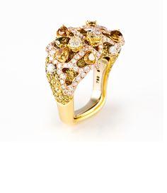 Cindy Chao pinky ring in yellow diamond, at Kabiri