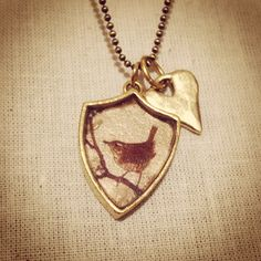 Bellbird Designs Wren crest pendant with rustic heart charm