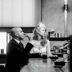 Fotógrafo de boda en Madrid. Me encanta la vida, sus pequeños detalles y aquellos momentos irrepetibles que quisiéramos mantener vivos en el tiempo.