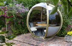 Produced by Farmers Cottage Lamps in Birmingham, England, the G-Pod debuted in Britain last year.