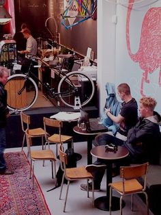 Mostly Images by Dunya: Lola Bikes & Coffee
