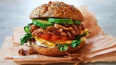 Gourmet-Rindfleisch? Pulled Pork? Pah! Grüne Jackfrucht in einer BBQ-Variante ist der Geheimtipp in Sachen Burger – eine leckere Alternative für Vegetarier und Veganer.
