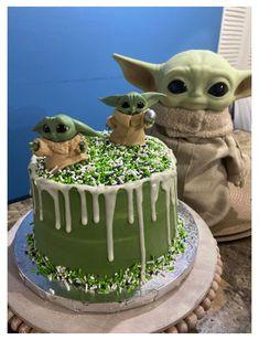 Star Wars Birthday Cake, Star Wars Cake, Themed Birthday Cakes, Star Wars Party, 8th Birthday, Birthday Ideas, Cake Cookies, Cupcake Cakes, Yoda Cake