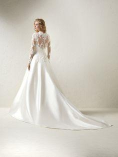 Plain train wedding dress
