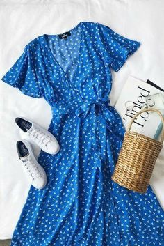 Maretta Blue and White Floral Print Wrap Midi Dress and basket bag with white Keds sneakers // Lulu's Source by heythereitslilah fashion ideas Trendy Dresses, Cute Dresses, Casual Dresses, Casual Outfits, Fashion Dresses, Wrap Dresses, Flower Dresses, Fashion Clothes, Blue Dress Casual