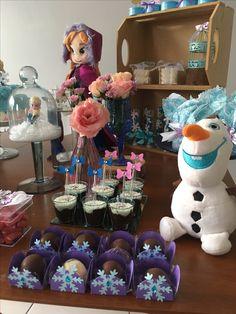 Mesa de doces. Frozen. Frozen festa. Elsa. Anna. Decoração. Festa infantil. Disney. Princesas da Disney. Frozen party ideas. Frozen party. Olaf