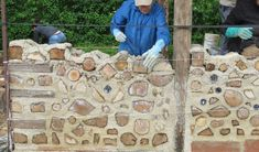 Creative 'cordwood' building (part : Alain Richard Retaining Wall Construction, Alain Richard, Cordwood Homes, Crazy Houses, Earthship, Civil Engineering, Cabins In The Woods, Brick Wall, Modern Architecture