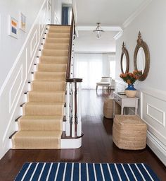 @susana.chango.    Natural runner in front to back foyer